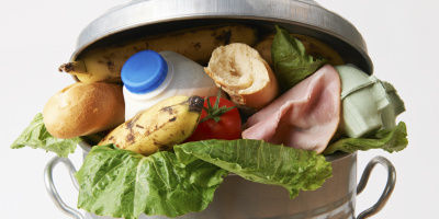 USDA, Fresh food in garbage can to illustrate waste, Flickr, Creative Commons Attribution 2.0 Generic
