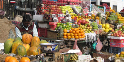 Photo: Fooding around, Fruit Walla New Delhi, Flickr, Creative Commons License 2.0 generic.