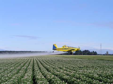 Image: sbj04769, Spray plane agriculture, Pixabay, CC0 Creative Commons
