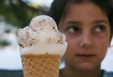 Image: Martin Vorel, Girl with ice cream, Libreshot, Public domain